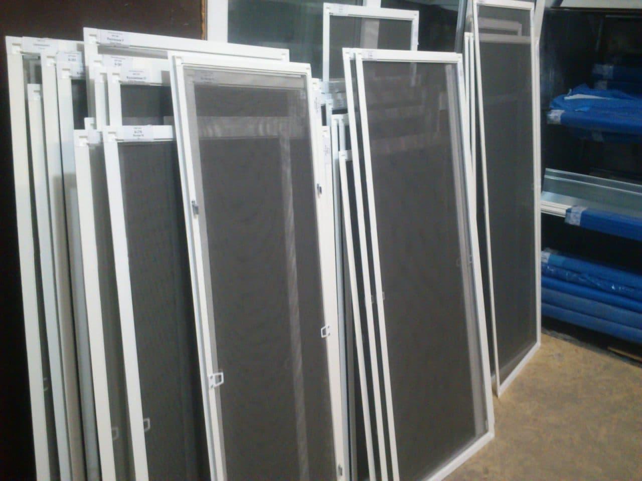 москитные сетки для пластиковых окон фото