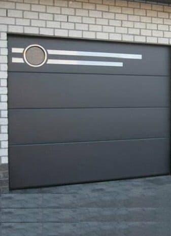 Встроенные окна в гаражных воротах фото