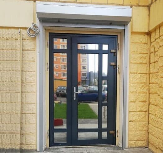 металлопластиковая ламинированная дверь